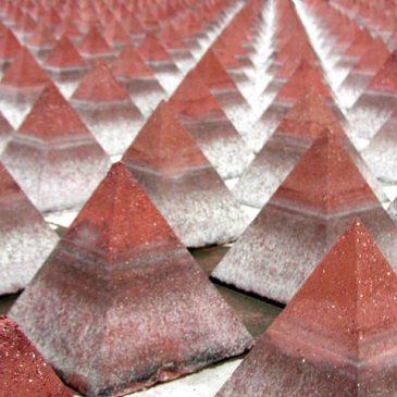 Protege tu Amor con una Piramide
